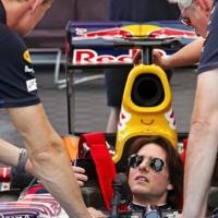Том Круз вдигна 290 км/ч в болид на Red Bull