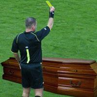 Арбитър вдигна жълт картон на мъртвец