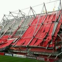 Падна покривът на стадиона на Твенте