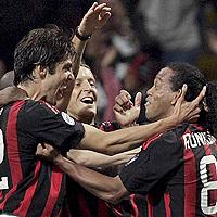 Роналдиньо донесе победата над Интер