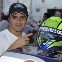 Фелипе Маса ще кара с каска в чест на Шумахер