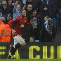 Юнайтед детронира Сити в дебюта на Скоулс