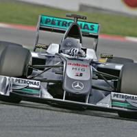 Шумахер се заканва за 2011 г., критикува Mercedes
