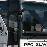 """И автобусът на Славия отнесе камък, Ботев победи """"белите"""" с 2:1"""