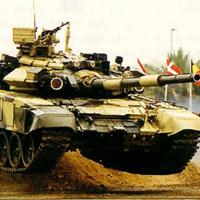 Танкове пазят Стойчо Младенов в Египет