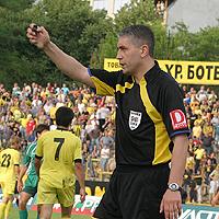 Антон Генов ще свири дербито на Пловдив