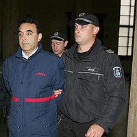 Леков плати 10 бона, излезе от ареста