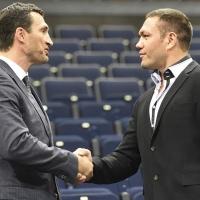 Кличко обяви контузия, откложи мача с Пулев