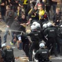 Хиляди се бият в Германия след победа на Шалке