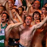 Лудите от Рапид прекратиха мача  срещу Аустрия