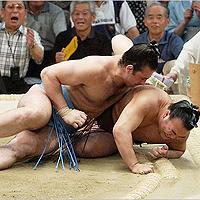 Котоошу изравни баланса си във Фукуока кръг преди края