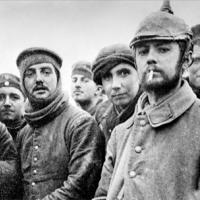 За едно Коледно примирие от 1914 година, бръснаря  и един мач за 3:2