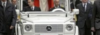 Новият папамобил ще е хибрид на Mercedes
